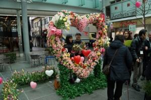花束もって記念撮影