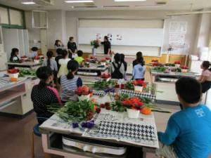 富山県で多くの花が作られていると知り、驚いていました。
