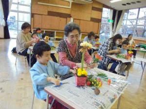 園児と保護者の共同作業1