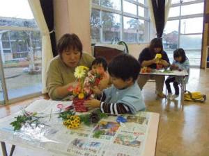 園児と保護者の共同作業2